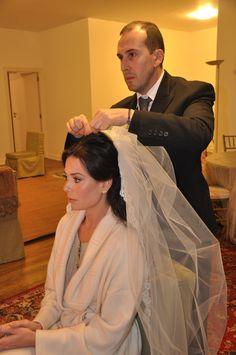 O casamento da Marcia Toniolo e Claudio Ermirio de Moraes foi assim, decoração Antônio Bernardo, vestido Sandro da Daslu, tudo perfeito. A noiva é muito li