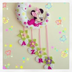 Minnie Mouse Bebek Kapı Süsü is artistic inspiration for us. Get extra photograph about House Decor and DIY & Crafts associated Felt Wreath, Felt Garland, Felt Ornaments, Baby Crafts, Felt Crafts, Diy And Crafts, Crafts For Kids, Felt Name Banner, Felt Baby