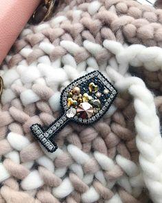 324 отметок «Нравится», 1 комментариев — @kaunista_jewelry в Instagram: «〰 ПРОДАН 〰 Бокал белого   Размер в крайних точках: 7 х 3.8 см. ~~~ Он чуть больше своих предыдущих…»