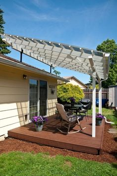 The pergola kits are the easiest and quickest way to build a garden pergola. There are lots of do it yourself pergola kits available to you so that anyone could easily put them together to construct a new structure at their backyard. Pergola With Roof, Pergola Shade, Patio Roof, Back Patio, Pergola Plans, Backyard Patio, Backyard Landscaping, Backyard Ideas, Patio Fan