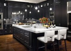 black & white kitchen. Classy