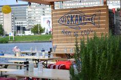 Pop-up restaurantje met op het menu veel vis en voor gasten met 'watervrees' is er een stukje vlees. Geopend t/m september. En alleen open bij mooi en droog weer!