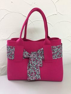 Missouri Quilt Tutorials, Recycle Jeans, Bag Packaging, Linen Bag, Christmas Fabric, Dress Sewing Patterns, Shopping Bag, Diaper Bag, Tote Bag