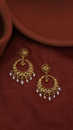 Intricate scallops adorn the crescent earrings, edged with pearls. Intricate scallops adorn the crescent earrings, edged with pearls. Gold Jhumka Earrings, Indian Jewelry Earrings, Indian Jewelry Sets, Fancy Jewellery, Jewelry Design Earrings, Indian Wedding Jewelry, Gold Earrings Designs, Necklace Designs, Diamond Jewellery