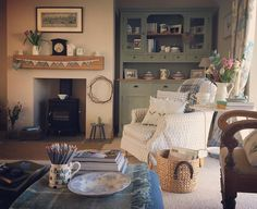 First day of the holidays and I'm up with the lark. So it's a quiet coffee in the sitting room to start. Then...who knows. Have a wonderful week my lovely Instagram friends. #cottagestyle #cottagedecor #cottagelife #interiors #homestyling #homedecor #myhomestyle #interiorstyling #oftheeveryday #countryliving #countrylife #moderncountry #nestandflourish #gatherandcurate #aquietstyle #momentsofmine #collectandstyle #calm_collected #morninglight #pocketsofslow #embracingaslowerlife…