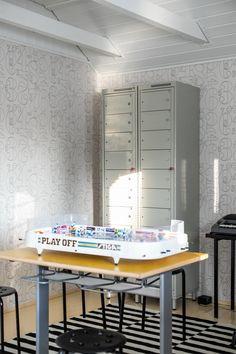 Peltikaapit lastenhuoneessa. Steel closet cabinet in kid's room. Kids Room, Vanity, Desk, Steel, Cabinet, Mirror, Closet, Furniture, Home Decor