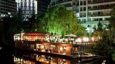 So romantisch kann Dinner in der Berliner City sein - auf dem Restaurantschiff…