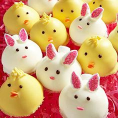Homemade piping marshmallow tops vanilla wafer cookies and decorated to look like chicks and bunnies for an adorable #Easter treat.