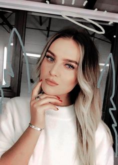 Always knew Perrie was an angel. Jesy Nelson, Caitlin Edwards, Little Mix Perrie Edwards, Litte Mix, Multicolored Hair, Girl Bands, Celebs, Celebrities, Woman Crush