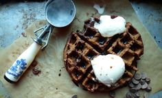 chocolate waffles for dessert! Brownies, Chocolate Waffles, Chocolate Food, Waffle Ice Cream, Ice Cream Scooper, Pancakes And Waffles, Yummy Waffles, Tasty, Yummy Food