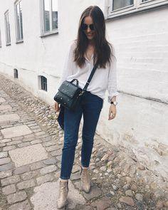 """123 likerklikk, 2 kommentarer – Mia Gardum (@miagardum) på Instagram: """"Blue jeans + oversized white shirts = my go to outfits these days🌛"""""""