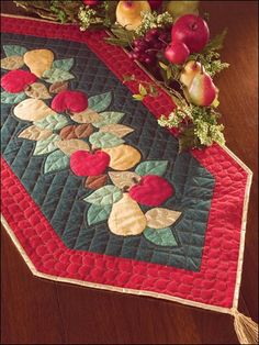 Apple and pear applique adorn this pretty Fall table runner Table Runner And Placemats, Quilted Table Runners, Felt Cushion, Place Mats Quilted, Christmas Runner, Autumn Table, Miniature Quilts, Christmas Sewing, Quilting