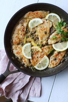 Herkullinen piccata syntyy yhdellä pannulla. Paistettu kana maistuu ihanalta kapristen ja sitruunan kanssa!