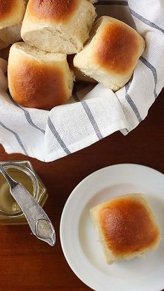 9 Inch Cake Pan, Dinner Places, Yeast Rolls, Instant Yeast, Dry Yeast, Dinner Rolls, Hot Dog Buns, Good Food, Cooking Recipes