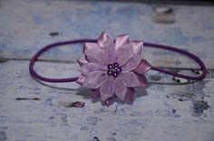 čelenka+-+fialová+-+květ+-+průměr+květu+6cm,+střed+květu+zdobí+fialová+kytička+-+čelenka+je+z+pružného+materiálu,+krásně+přilne+k+hlavičce+a++netlačí+-+šiji+podle+obvodu+hlavičky,+alepokudnevíte+a+chcete+čelenkou++překvapit+jako+skvělým+dárkem,+stačí+zadat+pouze+věk+dítěte+-+tato+čelenka+měří+40cm+v+nenataženém+stavu+a+udělá+parádu++holčičce... Heart Ring, Band, Rings, Accessories, Jewelry, Tatoo, Sash, Jewlery, Jewerly