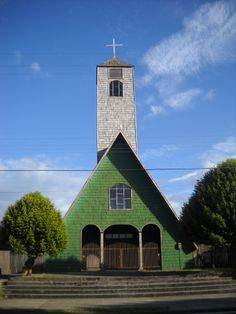Iglesia de Curaco de Velez, Chiloé Chile Place Of Worship, End Of The World, Cityscapes, South America, Places To Travel, Travel Inspiration, Landscapes, Around The Worlds, House Styles