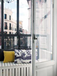 Este piso se adivina único al ver su distribución valiente y su decoración singular. Contrastes cromáticos y diseños sorprendentes son claves de su estética impecable, pero esta casa es mucho más que...