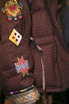 Etro at Milan Fashion Week Fall 2017 - Backstage Runway Photos Double Breasted Suit, Hermes Birkin, Milan Fashion, Suit Jacket, Runway, Textiles, Suits, Fall, Backstage