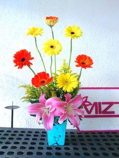 Las flores destacan y màs cuando van en nuestras hermosas bases, unicas sòlo de #FloreriaMiztli #BuenViernes