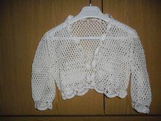 una chaqueta hecha a ganchillo para una niña de 3-4 años,12€