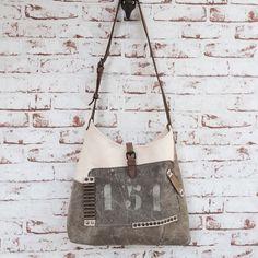 Sac en bandoulière vintage SOBEN entièrement façonné à la main.Création unique www.sobenstore.bigcartel.com
