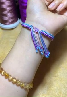 Diy Bracelets Patterns, Yarn Bracelets, Diy Bracelets Easy, Ankle Bracelets, Bracelet Designs, Handmade Bracelets, Diy Friendship Bracelets Tutorial, Diy Friendship Bracelets Patterns, Bracelet Tutorial