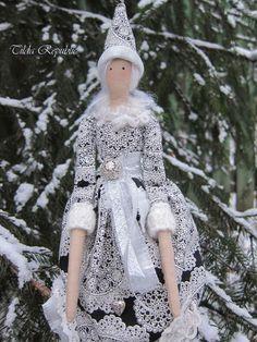 """Куклы Тильды ручной работы. Ярмарка Мастеров - ручная работа. Купить Тильдочка """"Первый снег"""". Handmade. Серебряный, пушистый снег"""