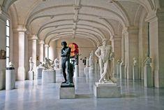 Palais des Beaux-Arts  gebouwd van 1885 tot 1892. Europese schilderkunst (Rubens, Van Dyck, Goya, Delacroix, enz.), enkele belangrijke werken die de 19e eeuwse Franse schilderkunst 40 schetsen van Rafaël), een beeldengalerij (Carpeaux, Rodin, Claudel, Bartholdi…) en keramiek uit de 17e en 18e eeuw. een vijftiental 18e-eeuwse maquettes van Noord-Franse en nu Belgische vestingsteden.
