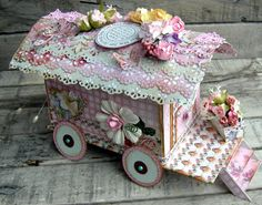piabau: Cirkusvogn:  FREE PATTERN AND TUTORIAL ON MAKING THIS BEAUTIFUL CIRCUS WAGON GIFT BOX OR CARD OR TABLE DECOR!