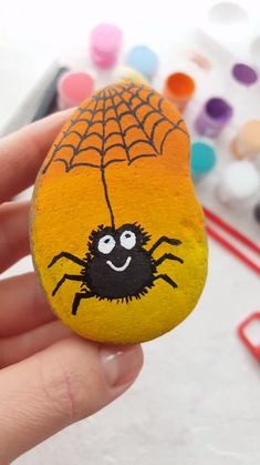 Cute rock painting tutorial with spider. Great craft project idea for kids. With Artistro Rock painting kit you can get everything you need for your unique and creative art projects. Rock Painting Patterns, Rock Painting Ideas Easy, Rock Painting Designs, Paint Ideas, Rock Painting Ideas For Kids, Stone Crafts, Rock Crafts, Arts And Crafts, Diy Crafts