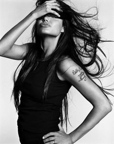 Imagen de Angelina Jolie, tattoo, and black and white