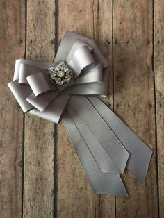 Corbatin Ribbon Jewelry, Ribbon Art, Diy Ribbon, Ribbon Crafts, Ribbon Bows, Ribbons, Steampunk Accessories, Diy Hair Accessories, Women Bow Tie