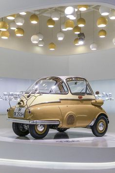 blitzmachines: 1955 BMW Isetta in BMW Museum. Classic and antique cars. Sometimes custom cars but mostly classic/vintage stock vehicles. Fancy Cars, Cool Cars, Bmw Museum, Bmw Isetta, Microcar, Bmw Classic Cars, Futuristic Cars, Sweet Cars, Unique Cars