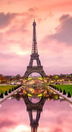 Check this list for the best Instagram captions for Paris, including funny Paris quotes and puns to fall in love with this dreamy city. Eiffel Tower Photography, Paris Photography, Travel Photography, Torre Eiffel Paris, Paris Eiffel Tower, Paris Amor, Paris France, Photo Polaroid, Hotel Paris
