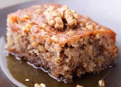 Dessert: Walnut Cake with Dried Figs (Karydopita me xera syka) Greek Sweets, Greek Desserts, Greek Recipes, Food Cakes, Cupcake Cakes, Apple Spice Cake, Apple Coffee Cakes, Walnut Pie, Pastries