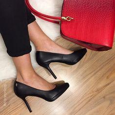 Stilettos con una fina plataforma,básico renovado! de piel en negro