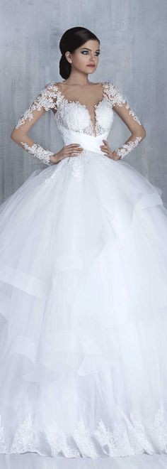 Charming Tulle Bateau Neckline Ball Gown Wedding Dresses With Lace Appliques