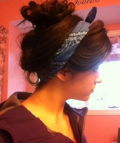 How to wear a bandana in your hair messy buns scarf headbands for 2019 Bandana Hairstyles, Summer Hairstyles, Messy Hairstyles, Blond, Hair Tinsel, Hair Heaven, Girly, Barbie, Hair Affair