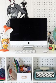 How To Clean Your Computer Screen Without Leaving Streaks — Apartment Therapy Tutorials