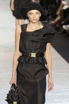 Louis Vuitton Fall 2007 Lily Donaldson
