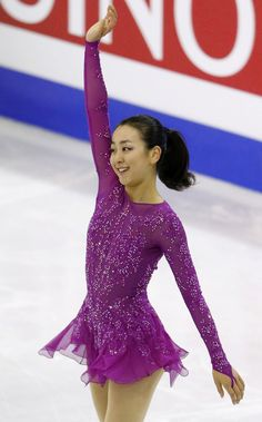 Japan's Mao Asada acknowledges the spectators after performing in the women's short program at the Grand Prix of Figure Skating Finals in Barcelona, Spain, on Dec. 11, 2015. Asada scored 69.13 points and took third place. (Kyodo) (1326×2130)