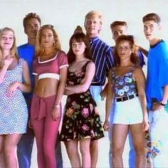 Das sind die 10 beliebtesten 90er Serien, die bestimmt auch deinen Alltag gefüllt haben, wenn du in den 90ern deine Jugend erlebt hast. An Serie Nr. 4 erinnert man sich gerne, nicht wahr?