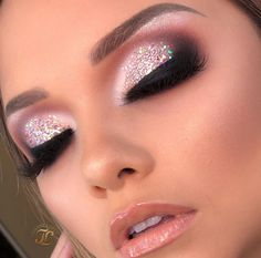 Speichere das Bild und klicke Perfektes Make-up: Zertifizierter Online-Make-up-Kurs! Glam Makeup Look, Gold Makeup, Makeup Set, Cute Makeup, Pretty Makeup, Makeup Inspo, Makeup Inspiration, Beauty Makeup, Makeup Looks