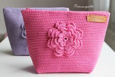 Prinsessajuttu: Toivepostaus: Virkattu kosmetiikkapussi, OHJE Small Case, Cosmetic Pouch, Pouch Bag, Pouches, Crafts To Do, Mini Bag, Crochet Projects, Purses And Bags, Coin Purse