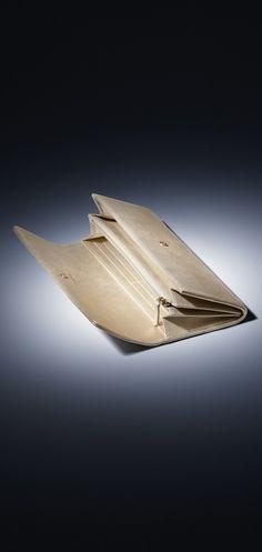Carteira, couro de novilho metálico-dourado claro - CHANEL