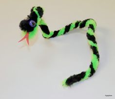 Tippytoe Crafts: Slithering Snakes Animal Crafts For Kids, Animals For Kids, Kids Crafts, Zoo Animals, Diy Projects For Kids, Diy For Kids, Fair Projects, Project Ideas, Pipe Cleaner Crafts