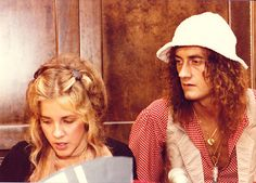 Stevie nicks and Mick Fleetwood.love the Stevie do Members Of Fleetwood Mac, Buckingham Nicks, Lindsey Buckingham, Stevie Nicks Fleetwood Mac, Gypsy Style, 70s Style, Music Love, Rock Music, Look At You