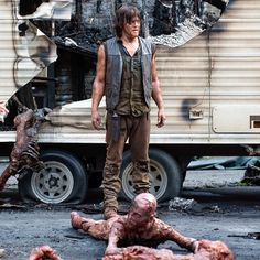 The Walking Dead! OMGG I hate when Kirkman almost kills big characters mainly talking about Norman Reedus/Daryl Dixon. Walking Dead Tv Show, Walking Dead Zombies, Walking Dead Season, Fear The Walking Dead, The Boondock Saints, Best Tv Shows, Best Shows Ever, Favorite Tv Shows, Carl Grimes