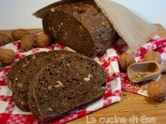 Il pane nero con noci e semi di finocchio è un lievitato salato davvero delizioso, aromatico al punto giusto regala sapore ed originalità ai vostri piatti