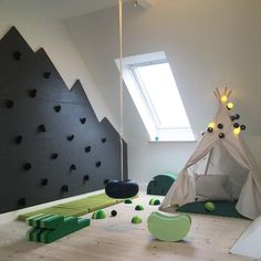 What a marvelous space to tumble and learn🌪 We think did a great job in decorating her boys playroom!